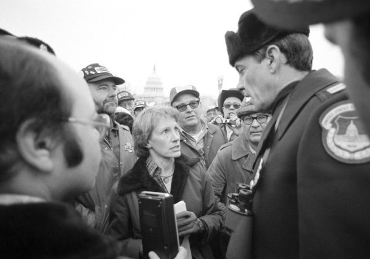 Sen. Nancy Kassebaum, R-Kan., talks with a Washington police officer as the meets with farmers from Kansas on Capitol Hill on Feb. 7, 1979.